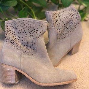 👢HP👢Suede perf ankle boots